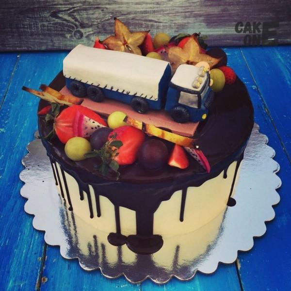 Торт с грузовиком