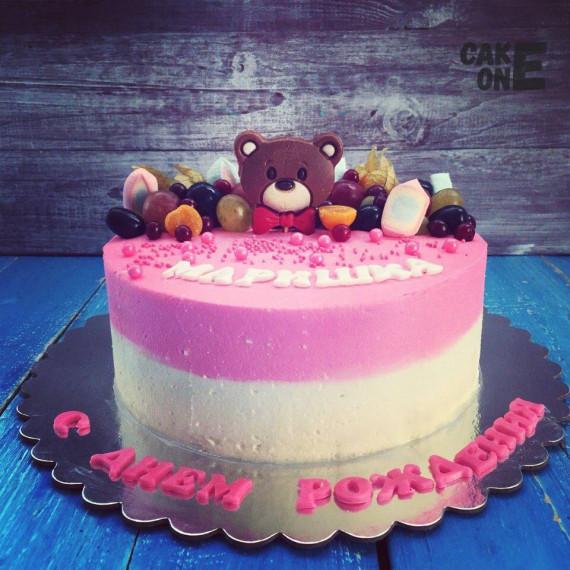 Розово-белый торт с головой медведя