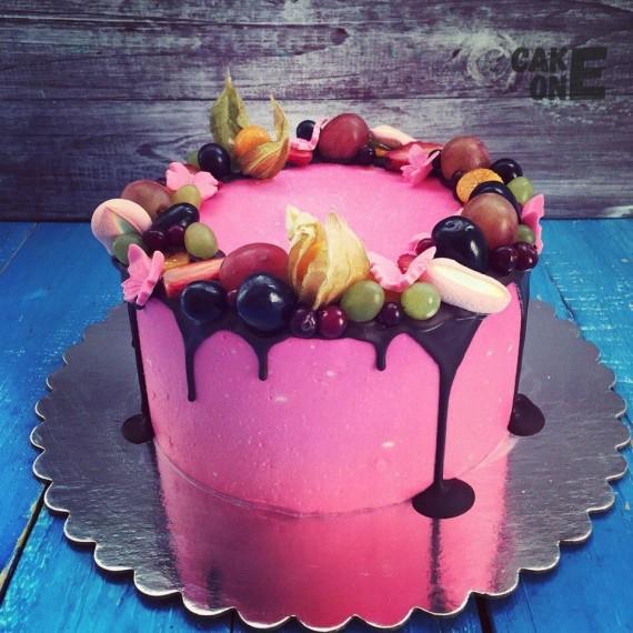 Малиновый торт с фруктами