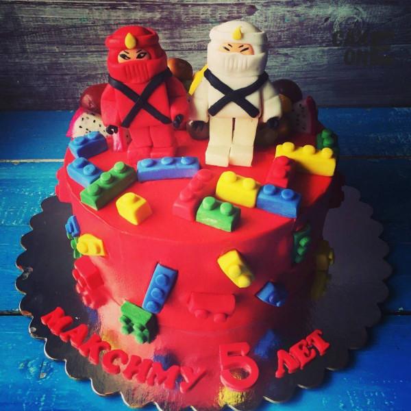 "Красный торт ""Лего Ниндзяго"""