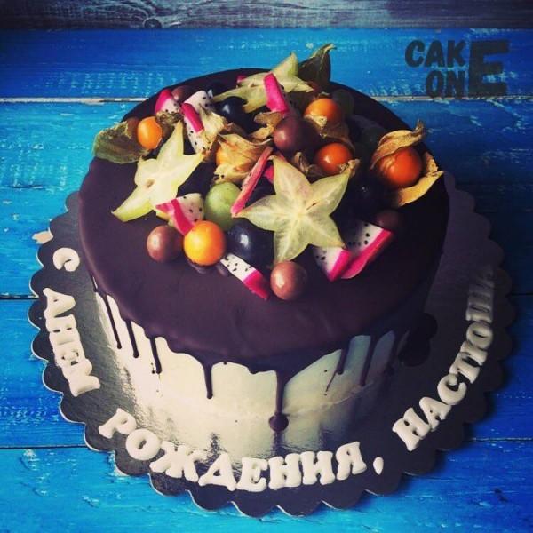 Торт с экзотическиими фруктами