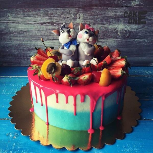 Торт с котом и кошкой