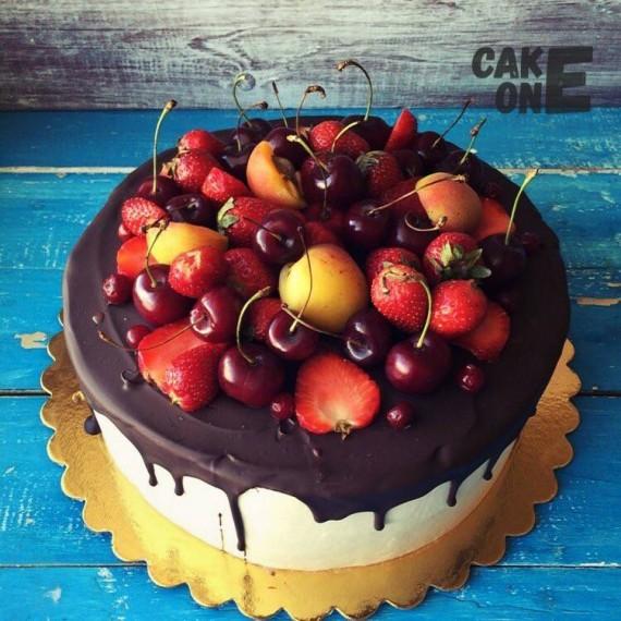Торт с летними ягодми
