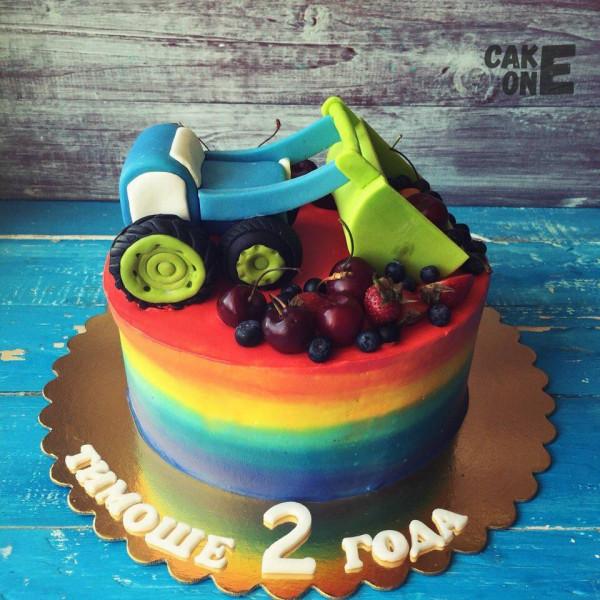 Разноцветный торт с трактором