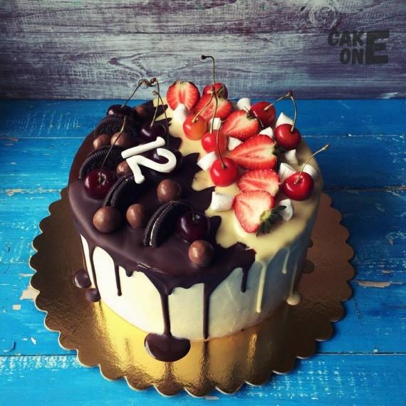 Торт с черно-белой глазурью
