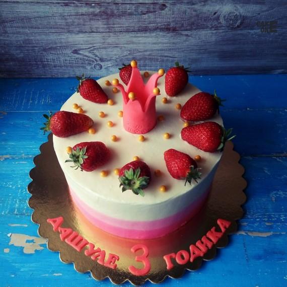 Трехцветый торт с розовой короной