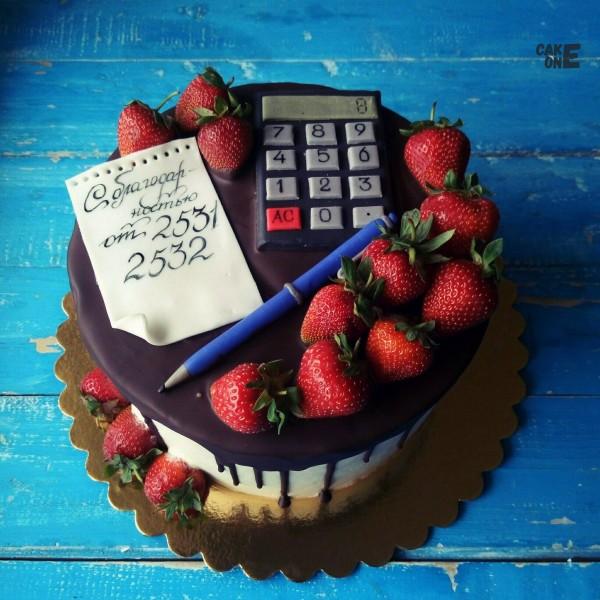 Торт с калькулятором и карандашом