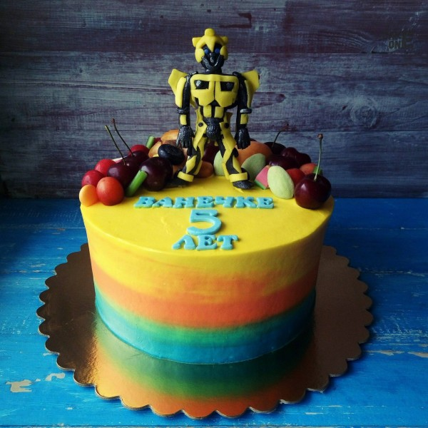 """Разноцветный торт с """"Бамблби"""""""