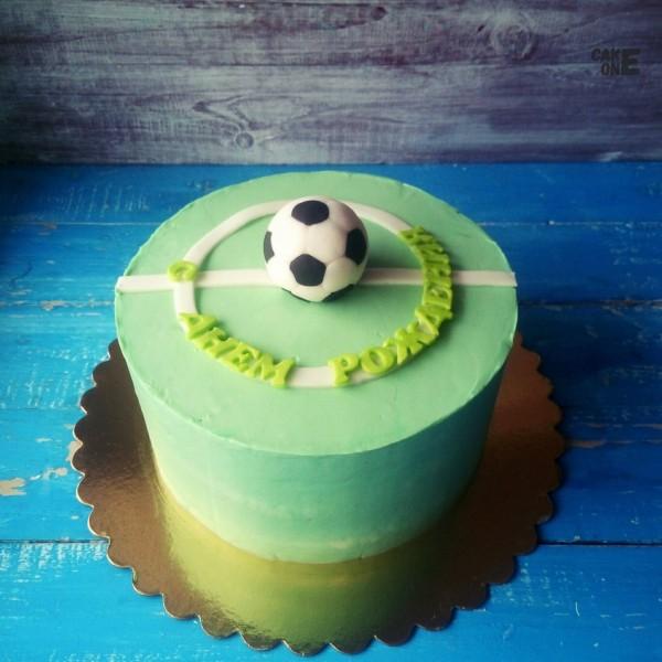 Зеленый торт с футбольным мячом