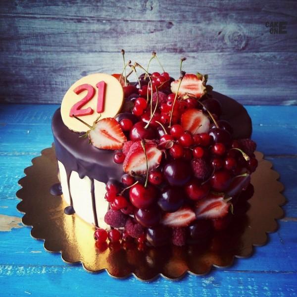 Торт с фруктами на 21 год