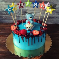 Голубой торт с мишуткой и звездами