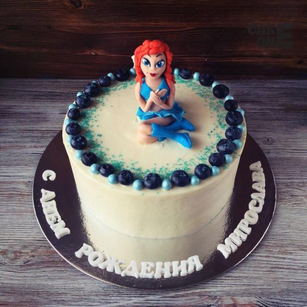Белый торт с девочкой