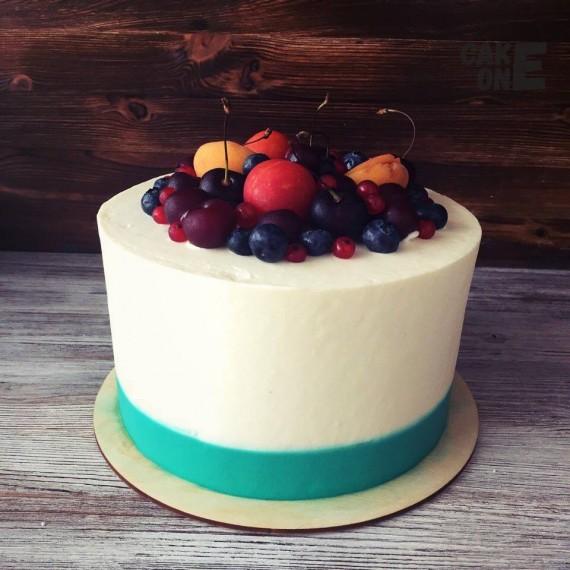 Торт с голубой окантовкой