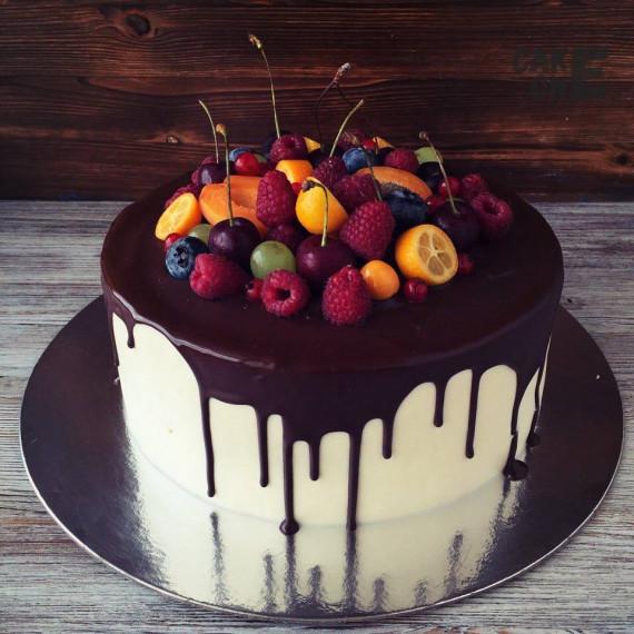 Торт с шоколадной глазурью