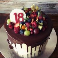 Торт на 18 лет с ягодой