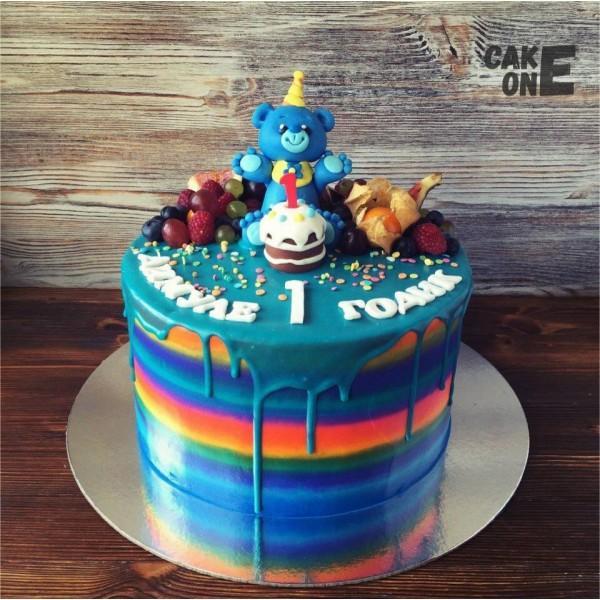 Разноцветный торт с голубым мишкой