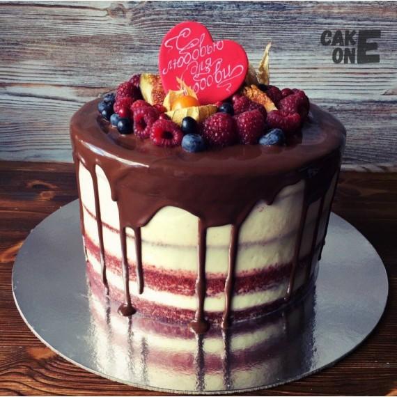 Торт с красным сердцем