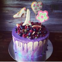 Фиолетовый торт с пряниками