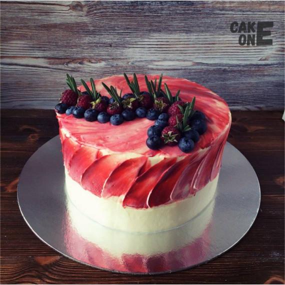 Торт с красным декором