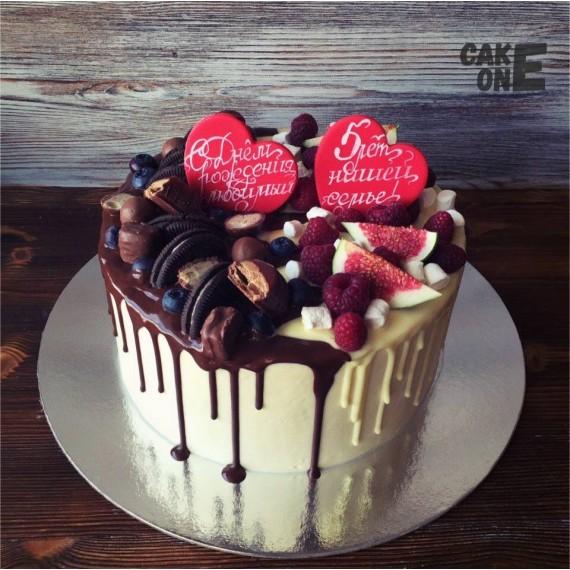 Торт с красными сердцами