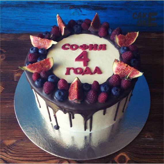 Торт на 4 года с ягодой