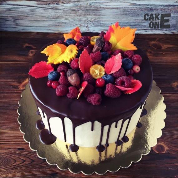 Торт с осенними листьями