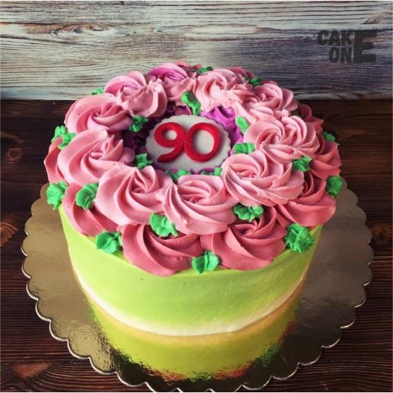 Торт на 90 лет с венком из цветов