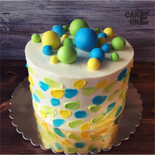 Торт с разноцветными сферами