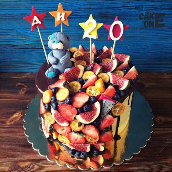 Торт с медведем и фруктами