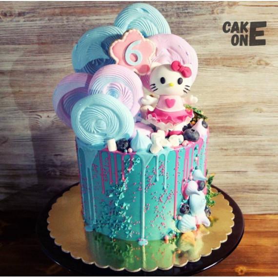 """Торт с """"Хелло Китти"""" и цветным зефиром"""