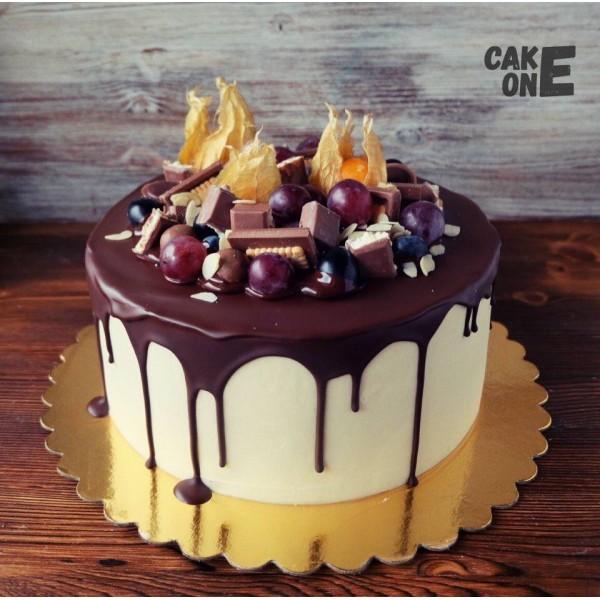 Торт с фруктами и шоколадом