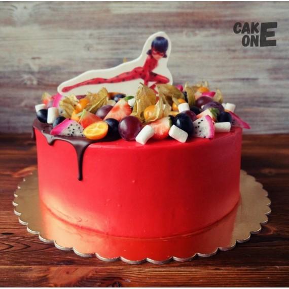 Красный торт с Маринетт