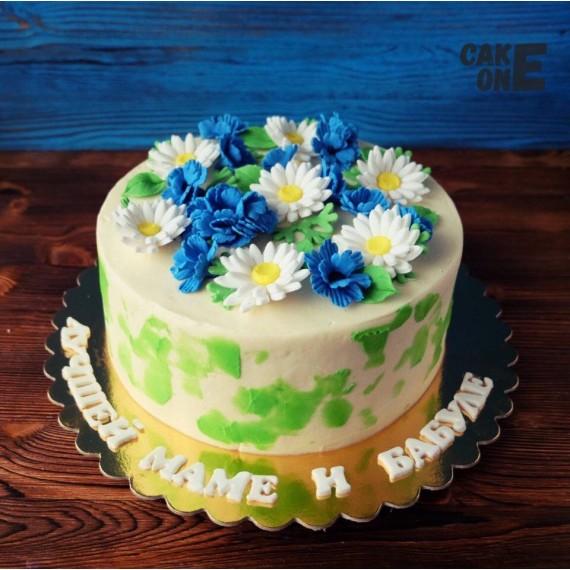 Торт с ромашками и васильками