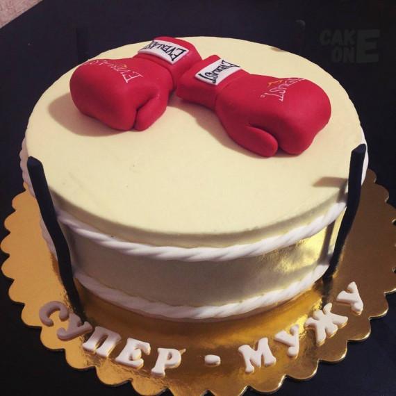 """Торт """"Боксерский ринг"""" с боксерскими перчатками"""