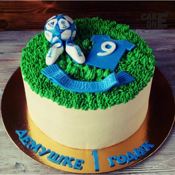 Торт с футбольной атрибутикой на 1 год