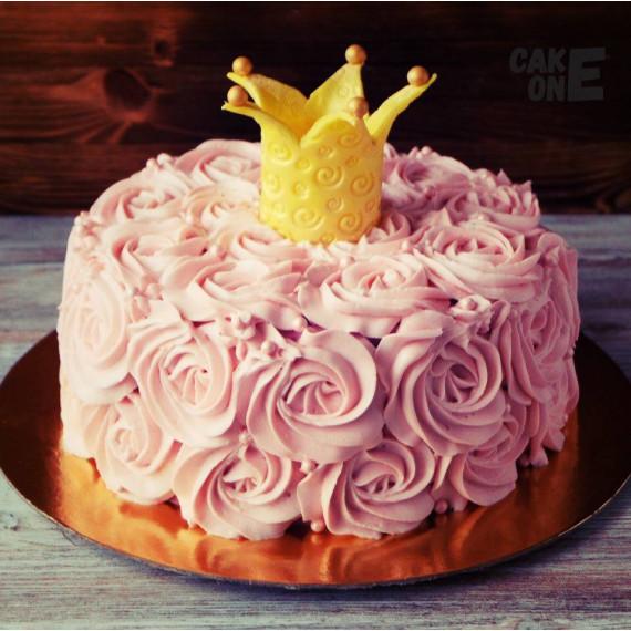 Торт с золотой короной и розовыми цветами