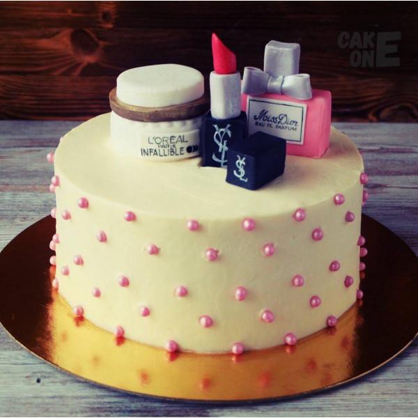 """Торт с """"косметикой"""""""