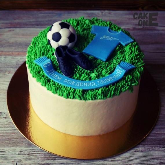 Торт с футбольной атрибутикой