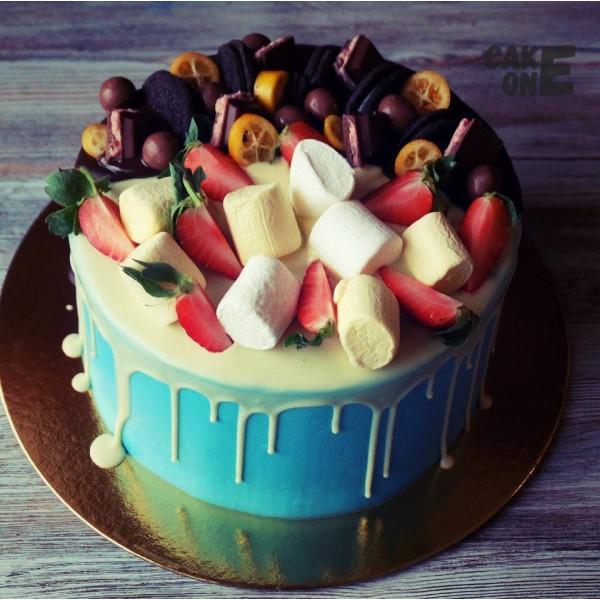 Голубой торт с маршмеллоу и шоколадом
