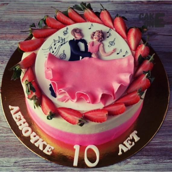 Торт с танцующей парой на 10 лет