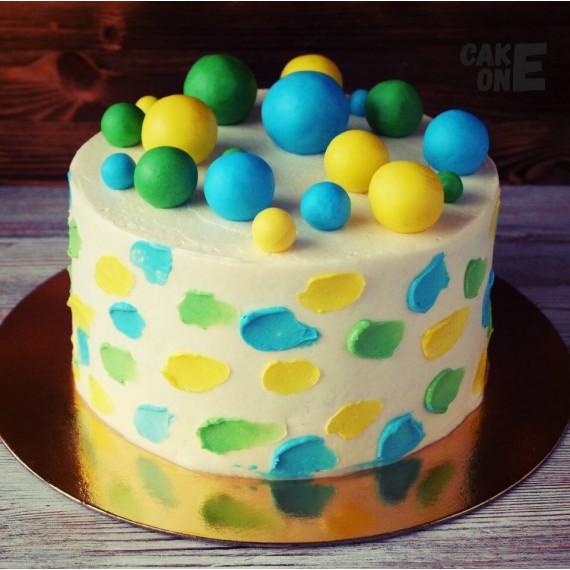 Торт с цветными мазками и сферами