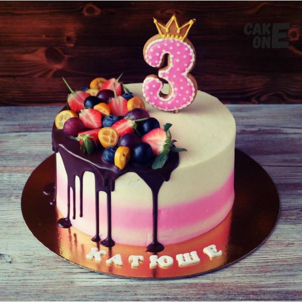 Торт с пряником в виде цифры 3