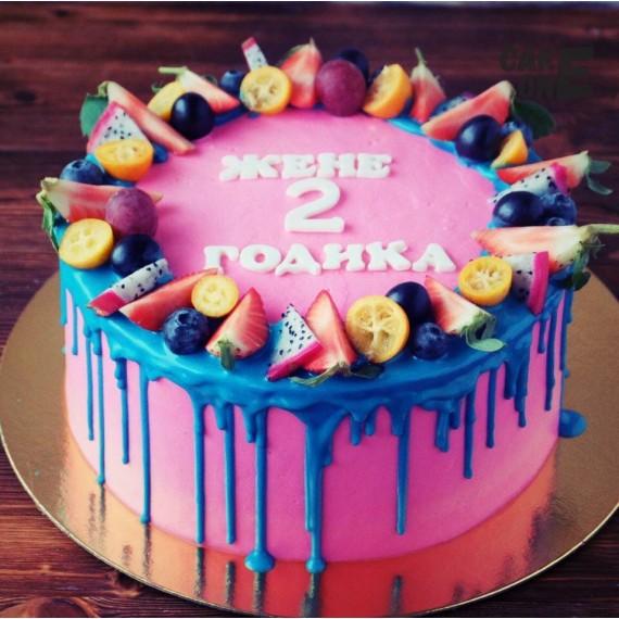 Розовый торт с голубой глазурью на 2 года