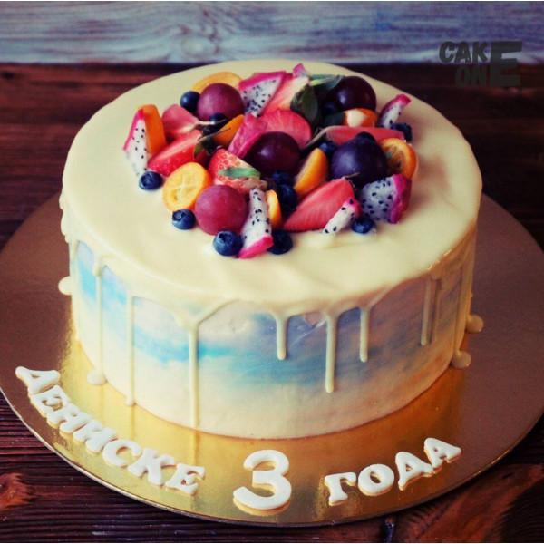 Торт на 3 года с ягодой