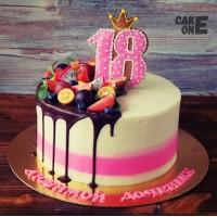 Торт с пряником в виде цифры 18