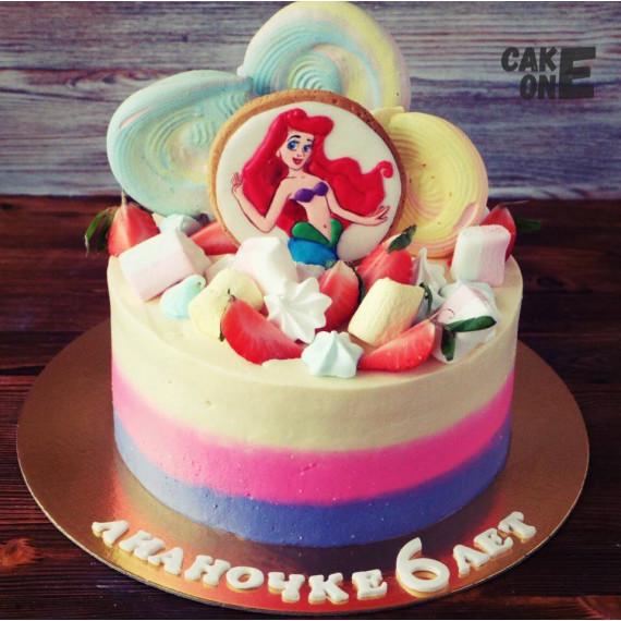 Торт с большим зефиром и русалочкой Ариэль на прянике
