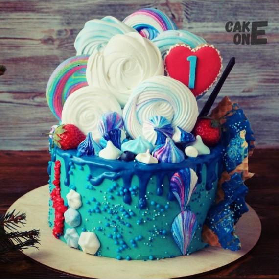 Торт с большим зефиром и сердцем