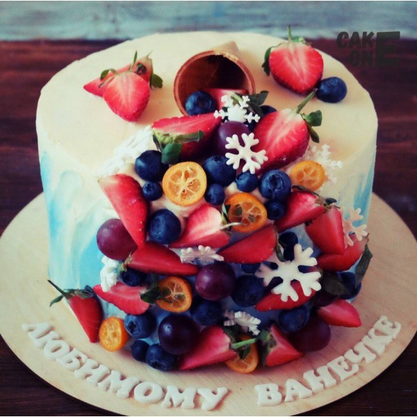Голубой торт с вафельным рожком