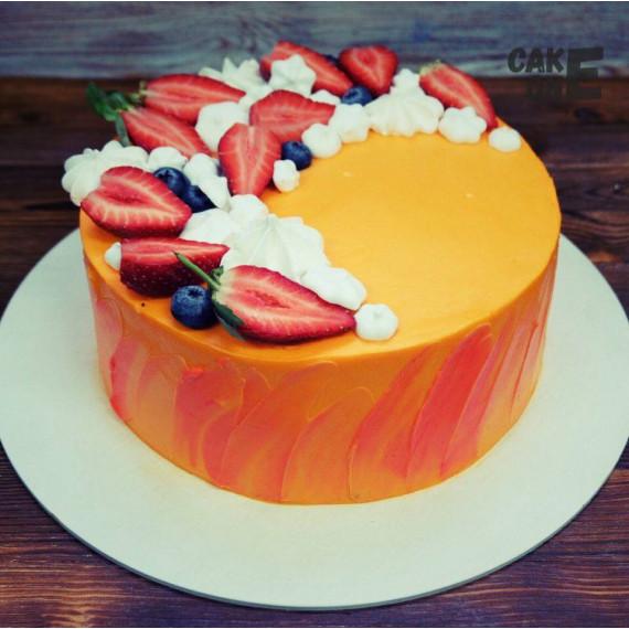 Оранжевый торт с маршмеллоу и клубникой