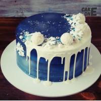 Темно-синий торт со снежинами и снежками
